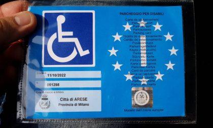 Usavano i pass di persone disabili decedute