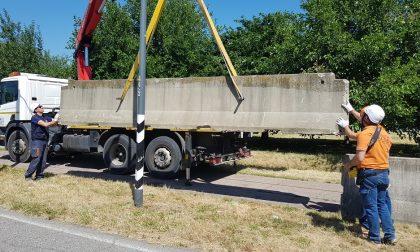 Campo nomadi tra Cusago e Milano: ecco le barriere anti-roulotte. VIDEO