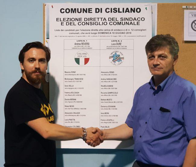 Elezioni a Cisliano: stretta di mano tra Andrea Reversi e Luca Durè