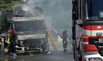 Camion in fiamme sul Sempione LE FOTO