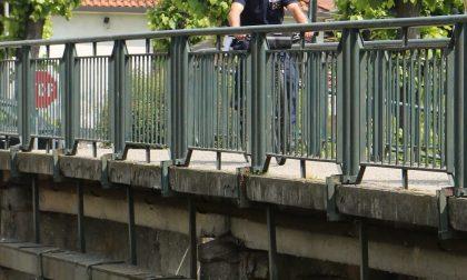 Minaccia di gettarsi nel canale Villoresi: la Polizia locale lo fa desistere
