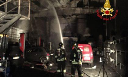 Incendio in un capannone a Settimo Milanese FOTO e VIDEO