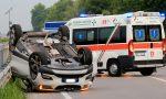 Gaggiano, incidente: auto si ribalta e traffico in tilt sulla Vigevanese