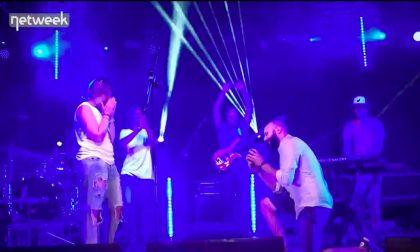 Le chiede di sposarlo sul palco del Big Bang Music Fest VIDEO