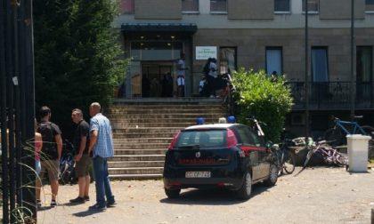 Migranti protestano alla Vincenziana di Magenta contro il taglio dei 35 euro