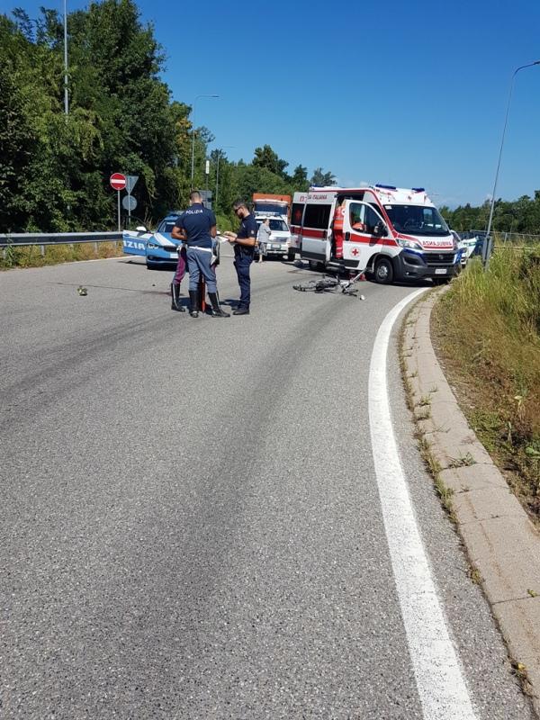 Castano Primo, ciclista investito sulla rotonda con Lonate Pozzolo