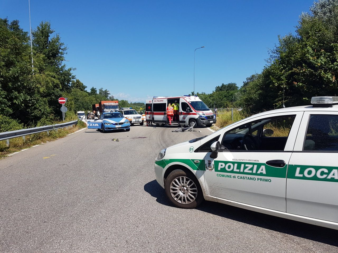 Castano Primo, ciclista investito sulla rotonda per Lonate Pozzolo