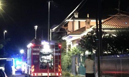 Incendio in falegnameria, sottotetto distrutto LE FOTO