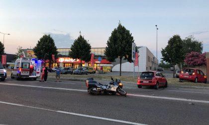 Schianto auto moto sul Sempione, grave motociclista