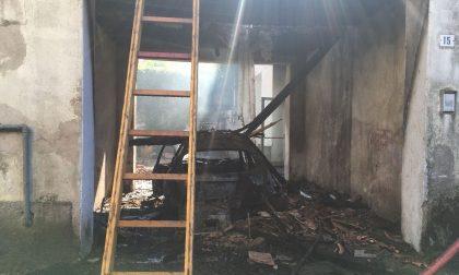 Casa abbandonata in fiamme a Legnano FOTO e VIDEO