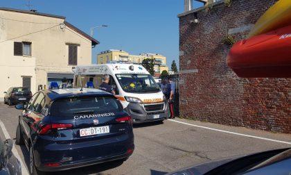 Ciclista cade nel Naviglio, è in condizioni disperate