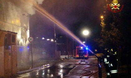 Incendio deposito AMSA Muggiano, 200 tonnellate di rifiuti a fuoco FOTO