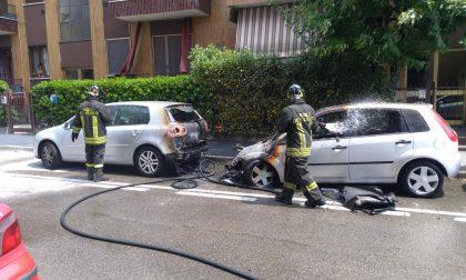 Auto in fiamme per cortocircuito a Settimo Milanese