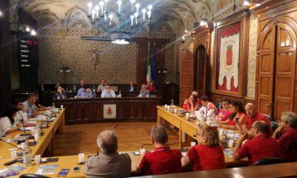 Consiglio comunale in maglietta rossa a Rho
