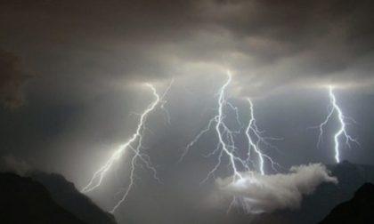 Sfiorati dal fulmine sui monti, donna sotto shock