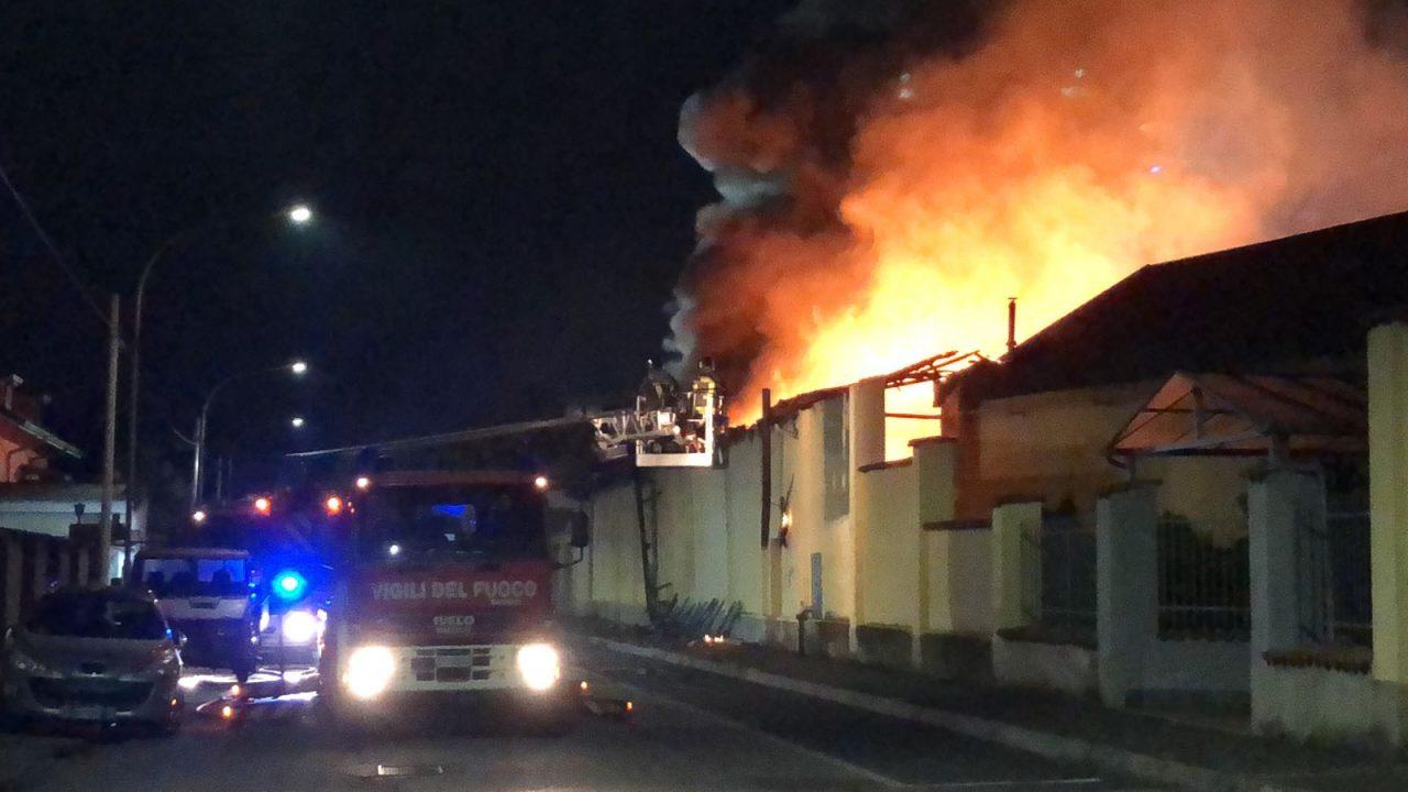 Parabiago, incendio calzaturificio via Manara