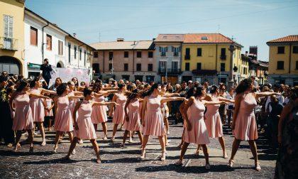 Nozze a ritmo di danza in piazza a Rho FOTO e VIDEO