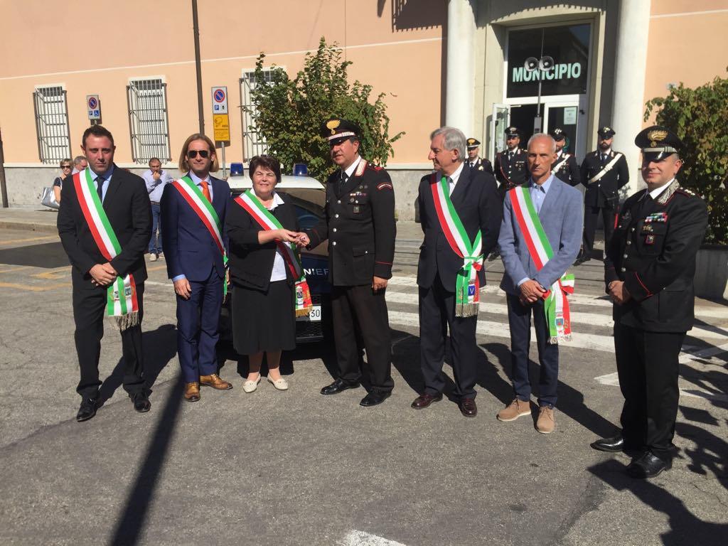 Magnago, auto nuova per i carabinieri donata da 5 comuni