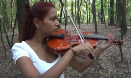 Nel bosco delle Groane la violinista mette in fuga gli spacciatori