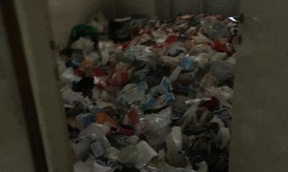 Viveva sepolto in casa dai rifiuti