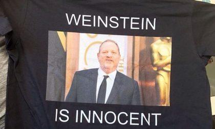 """""""Weinstein è innocente"""": maglietta choc di Silighini a Venezia"""