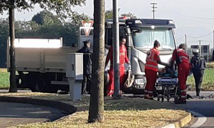 Scontro tra camion e moto, paura a Nerviano