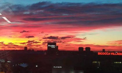 Alba infuocata, che spettacolo il cielo stamattina
