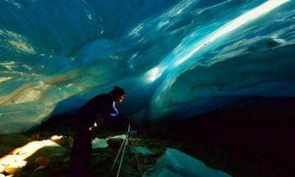 Grotta nel ghiacciaio scoperta in Valtellina: presto svanirà VIDEO