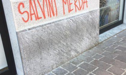 """""""Salvini merda"""", ancora graffiti contro la Lega e il sindaco in centro a Saronno"""