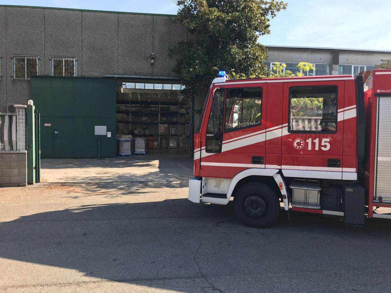 Incidente sul lavoro a Settimo: braccio incastrato in un macchinario