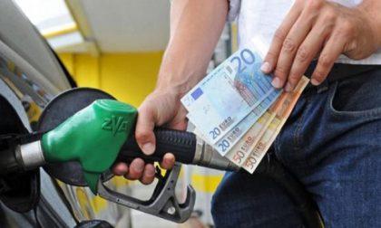 Stangata carburanti: a novembre aumentano i prezzi