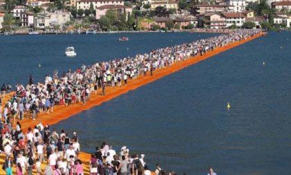 Passerella sulle acque sul Lago Maggiore dopo il successo di Iseo
