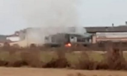 Treno merci carico di propilene prende fuoco in Lomellina