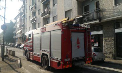 Appartamento in fiamme, due intossicati