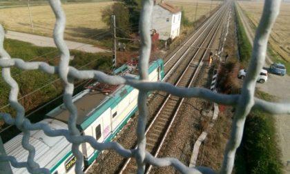 Migrante senza biglietto si butta dal treno e muore
