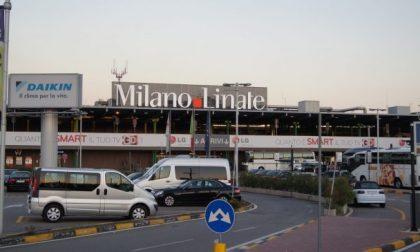 Incidente a Linate, furgone urta un'ala: aeroporto chiuso