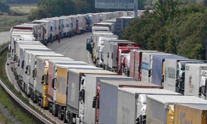 Sulle strade di tutta Europa camionisti filippini pagati 2 euro all'ora