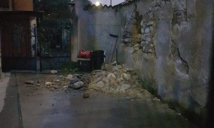 Crolla un muro di cinta a Castano Primo FOTO