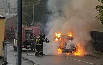 Auto in fiamme: momenti di paura a Saronno