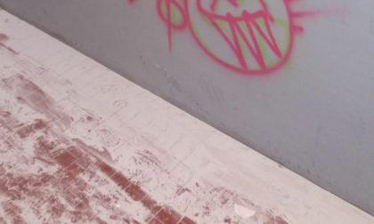 Sottopasso della stazione, vandali scatenati FOTO