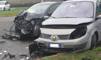 Scontro tra due auto a Sant'Ilario FOTO