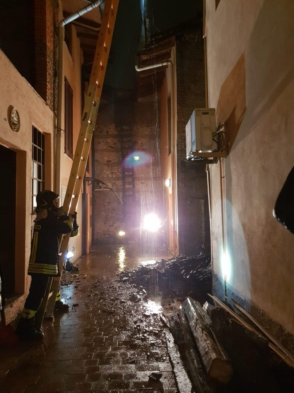 Crolla un porticato a Legnano