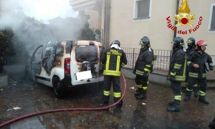 Furgone prende fuoco in via Palestro FOTO