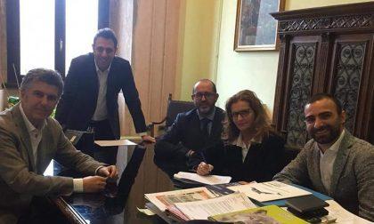 Campo sportivo e scuola via Acerbi: firmato il contratto