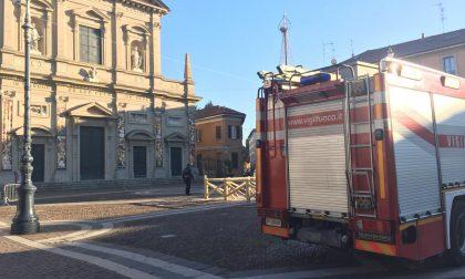 Vigili del fuoco in piazza per l'albero di Natale di Saronno