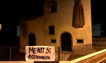 Sagra di Sant'Antonio Abate a Saronno: striscione di protesta