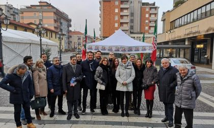 """Grandi opere, Lara Comi in piazza a Saronno per  la """"Contromanovra"""""""