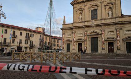 Nuovamente transennata piazza Libertà per l'albero di Natale
