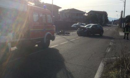 Incidente tra auto e moto: centauro in ospedale