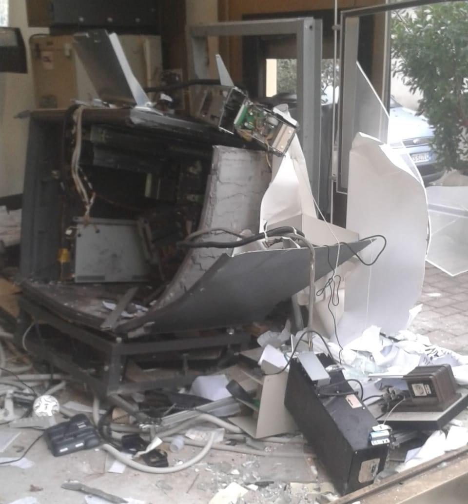 Vanzago, esplosione bancomat